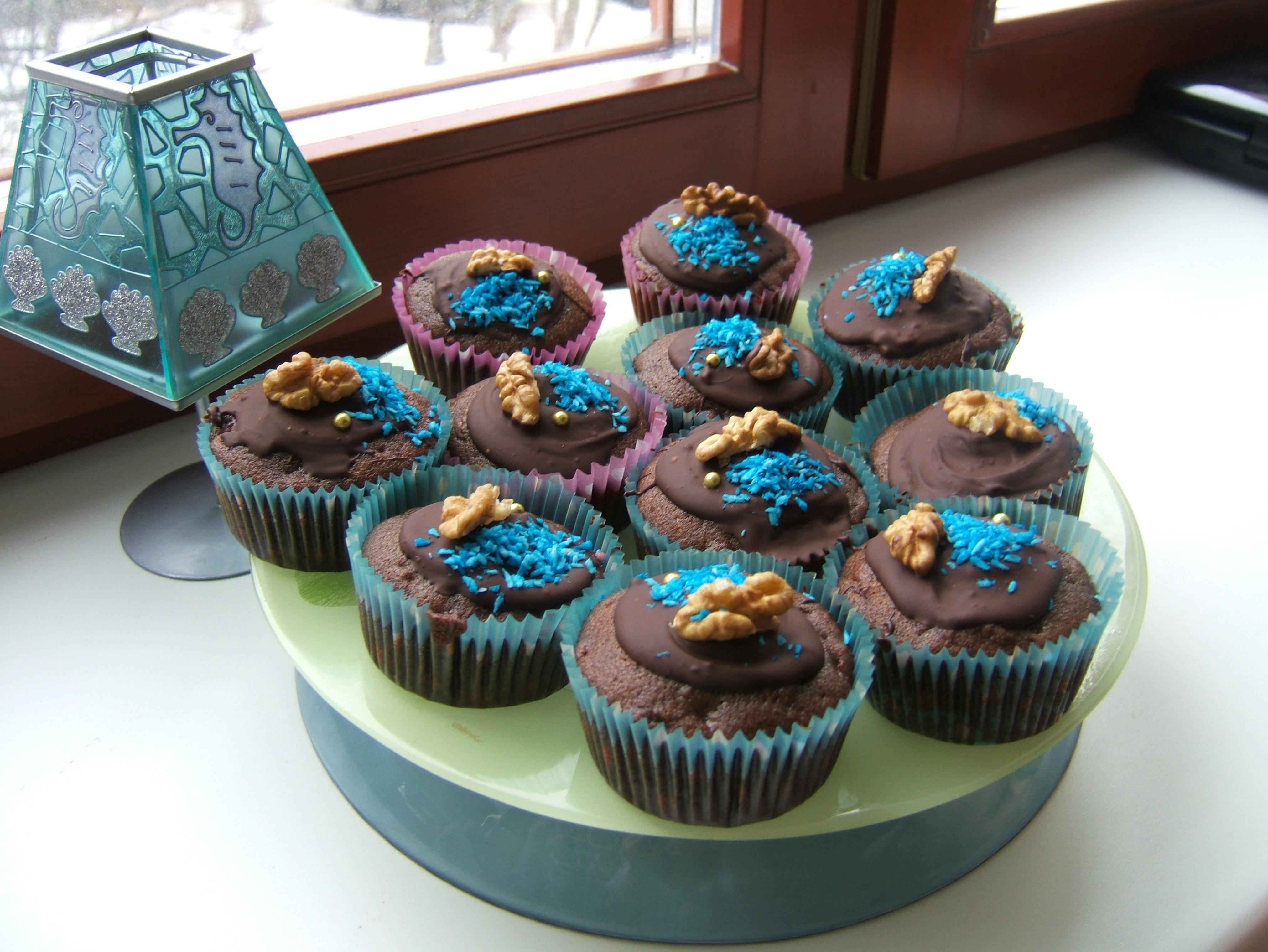 Постненькие шоколадно-вишнёвые маффины:)