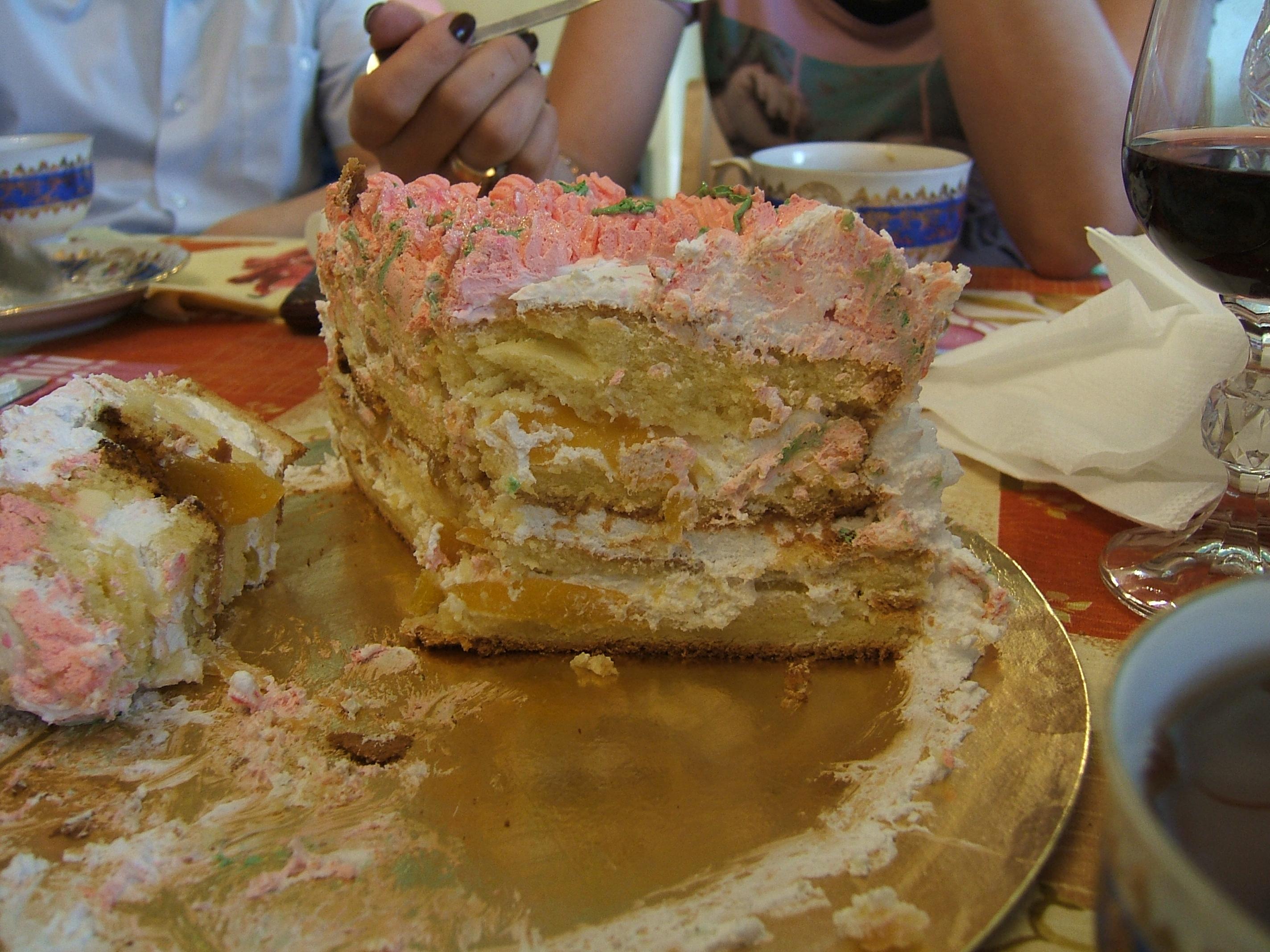 А вот и разрезик крестильного торт...