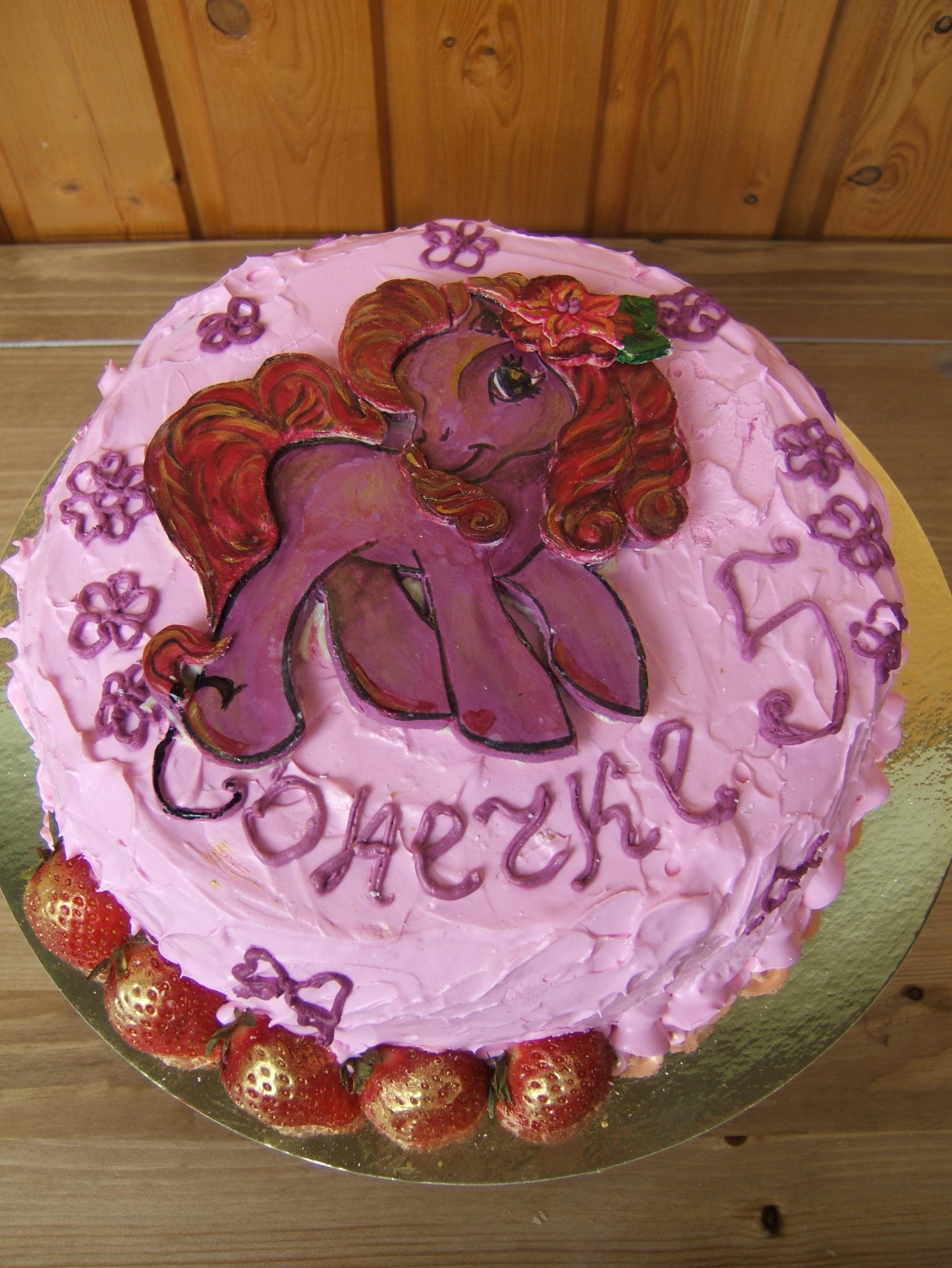 Розовый и очень-преочень клубничный тортик для девочки Сони!