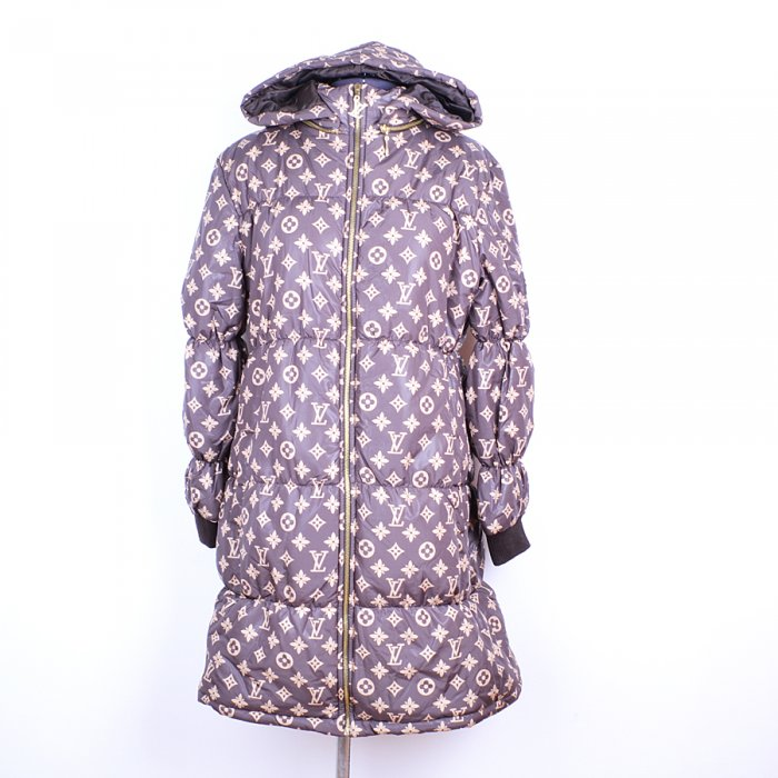 Пристрой стильного пальто (или пух...