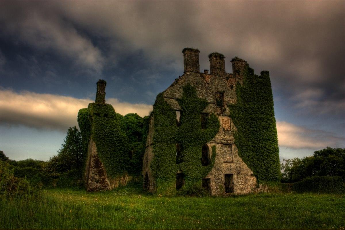 Заброшенный замок Menlo в Ирландии...