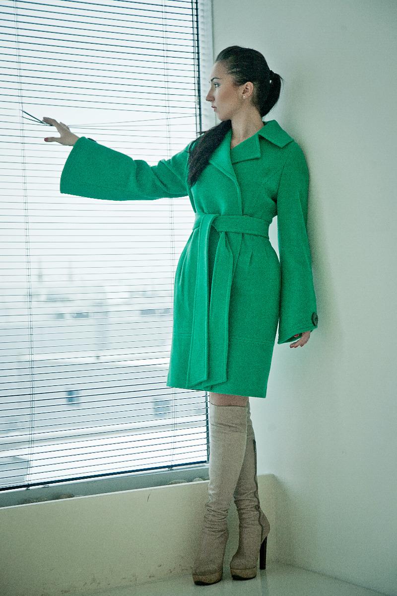 Все женские пальто по 2000 рублей....