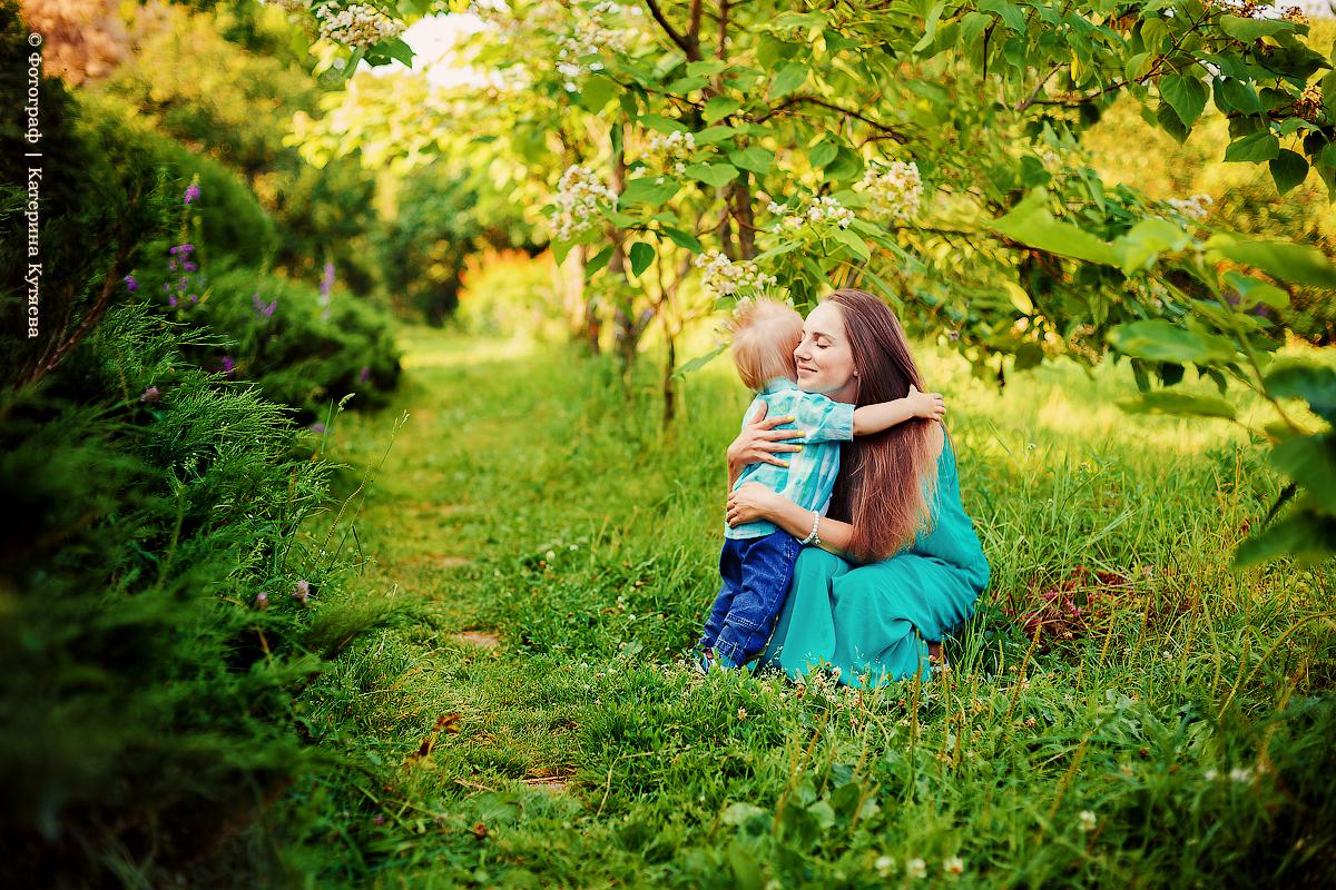 Чудесная летняя семейная прогулка: Арсений и Аня