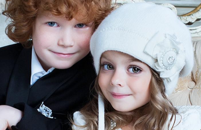 Превосходные детские шапочки, ярки...