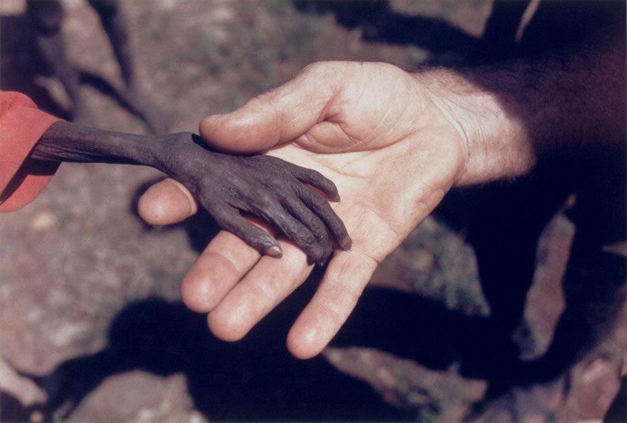 Голодающий мальчик и миссионер...