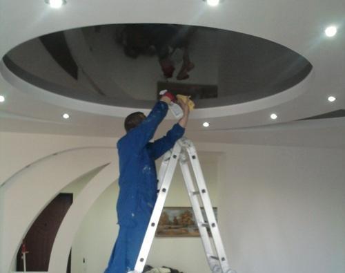 Как и чем мыть натяжной потолок?...