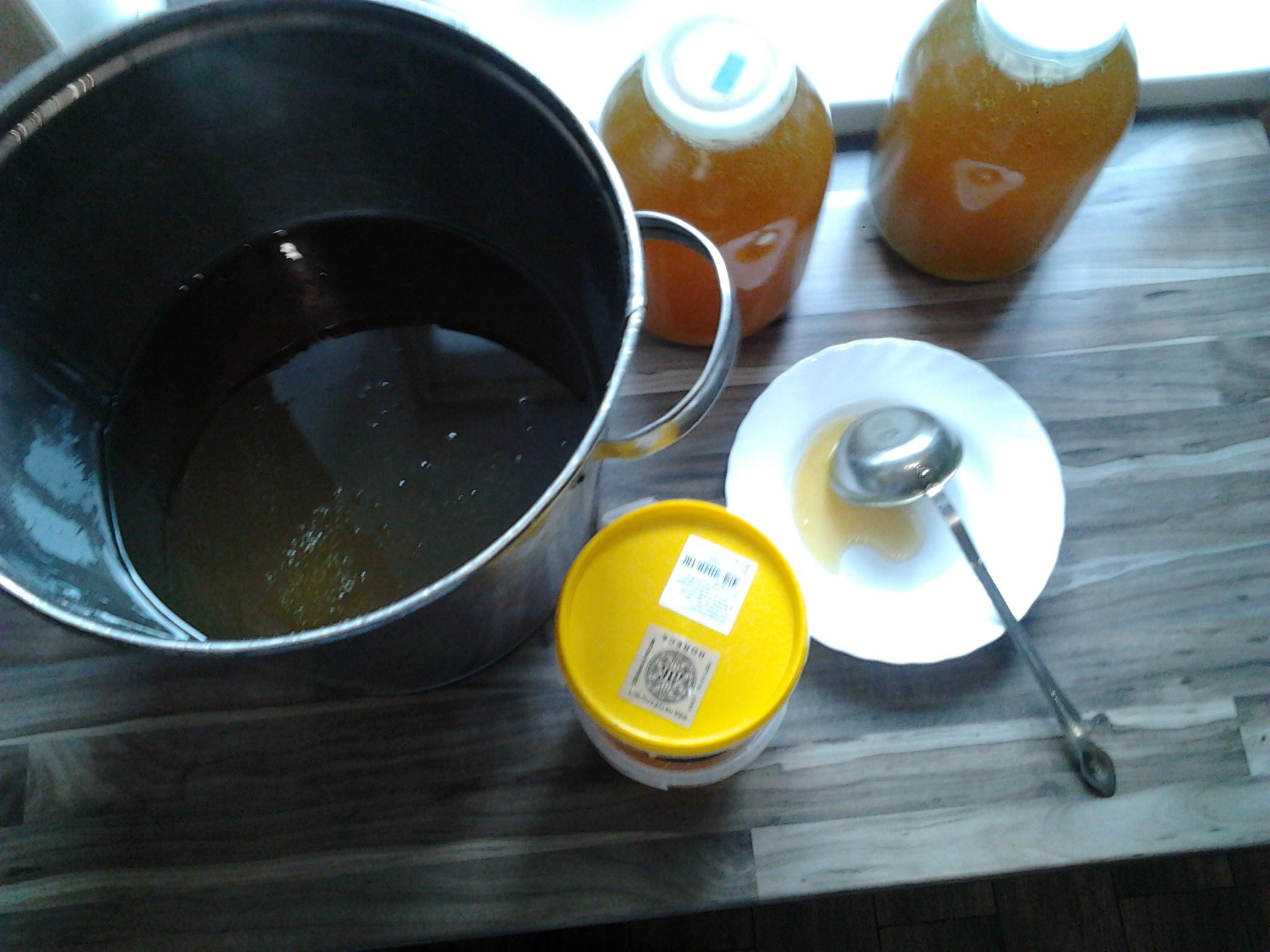 Продаю мед цветочный (разнотравье) с дедушкиной пасеки. Осталось 7 3-л банок, отдам за 1300 р (при покупке банки - доставка). Можно заказать мед в сотах, в наличие 3 кг. по 600 р/кг. Мед из Дальне-Константиновского района д. Вармалей, мед без добавок, выд...