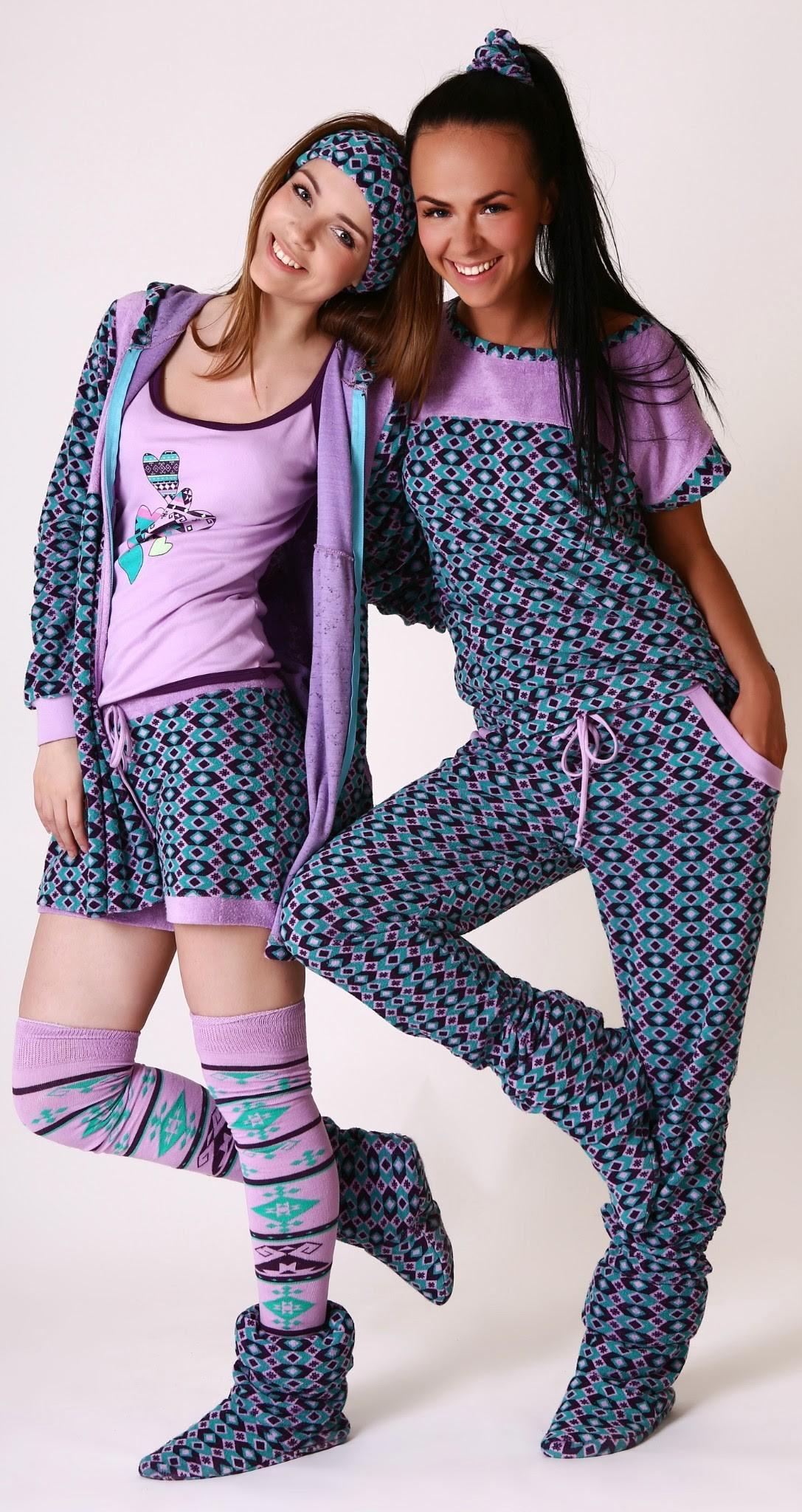 Теплые стильные трикотажные костюм...