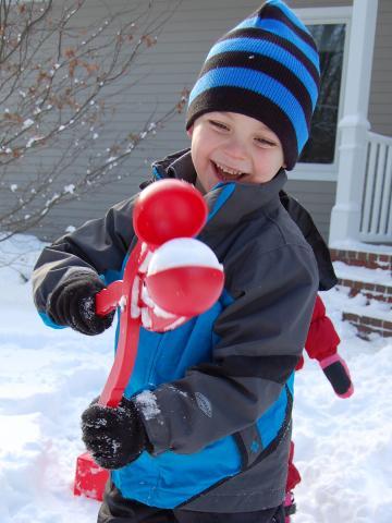 Сбор заказов.Снежколеп-универсальный подарок для всех.Руки не мерзнут, перчатки не мокнут. Снежки получаются плотные, гладкие, ну просто идеальные.Для деток от 1,5 лет трех цветов:красный,желтый,синий.