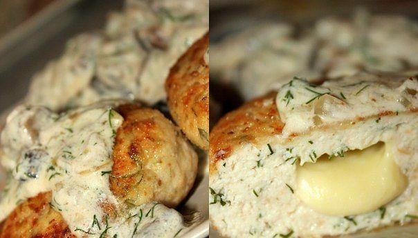 Котлетки из куриного филе с сыром и зеленью под сливочно-грибным соусом) от Ольги Бобачевой.