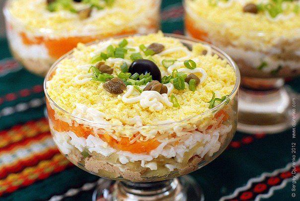 Слоеный салат из печени трески.