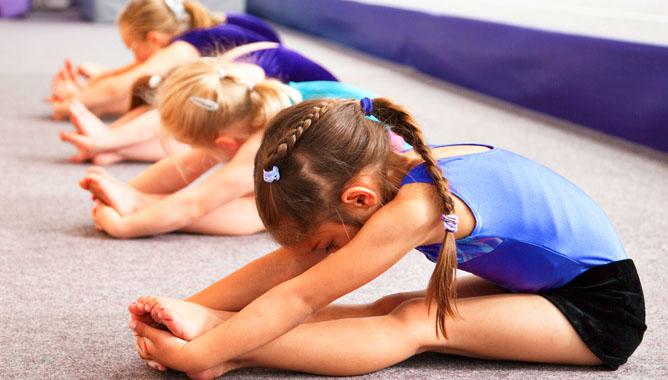 Акробатика помогает играючи развиваться