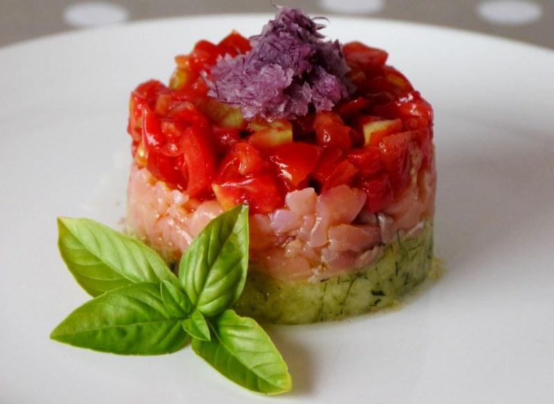 Салат Софи из соленой рыбы с помидорами и цуккини