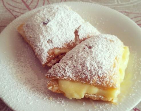 Неженка сладкие пирожные-слойки. Легкий рецепт