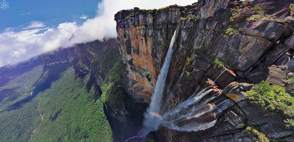 Самый высокий в мире водопад Анхель (что означает ангел) падает вниз с вершины Ауянтепуи