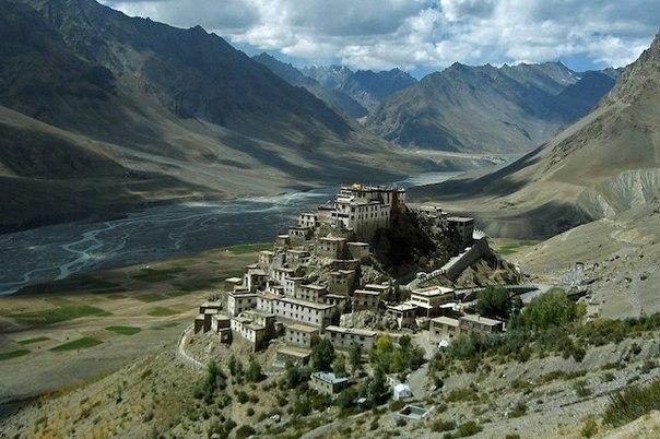 Ки Гомпа один из крупнейших буддийских монастырей в Тибете