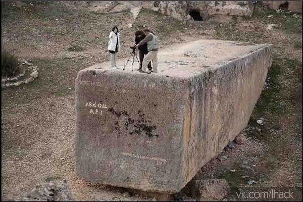 5000 лет назад кто-то сделал эти 1200 тонные блоки...