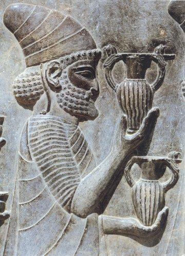 Согласно Геродоту, у древних персов существовала двухэтапная традиция принятия важных решений