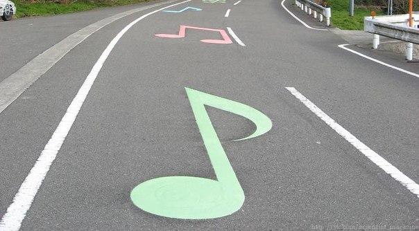 В нескольких местах Японии можно проехать на автомобиле по музыкальным дорогам
