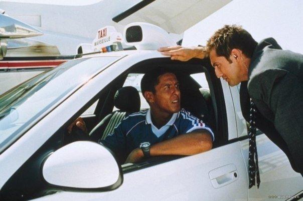 Компания Мерседес подала в суд на фильм Такси, так как в конце фильма прозвучала фраза в адрес водителя Мерседеса: Ну