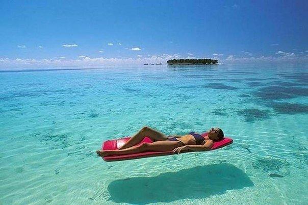 В Канаде людям с зависимостью от социальных сетей предоставляется путевка на неделю на Мальдивы, для того чтобы люди не проживали жизнь в виртуальном мире, а наслаждались настоящим.
