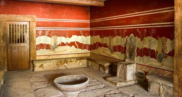 Где появился самый первый туалет со спуском воды для промывки?