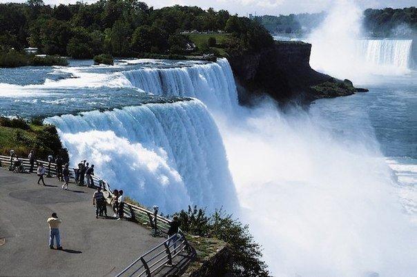 Каждую минуту 136,274,820 литров воды падает с Ниагарского водопада