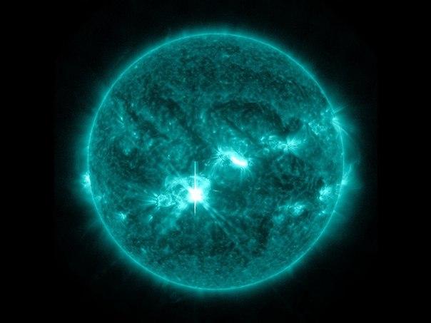 Солнечные вспышки в зависимости от мощности рентгеновского излучения делятся на пять классов: A, B, C, M и X