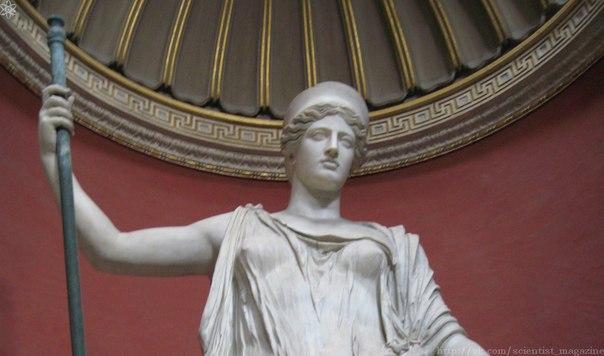 Римская богиня Юнона имела титул Монета, что в переводе с латыни означает предостерегающая или советница