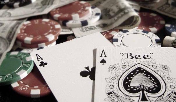 Первыми бумажными деньгами на территории современной Канады служили игральные карты