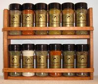 Набор из 12 видов специй на деревянной полке. Выкуп-3