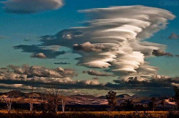 Облака над горной цепью, Квинсленд, Австралия