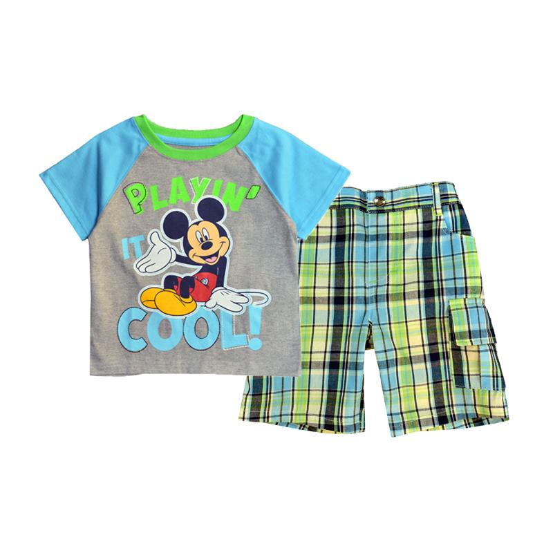 Замечательный комплект, состоящий из легкой футболки и шорт, отлично дополнит гардероб карапуза.