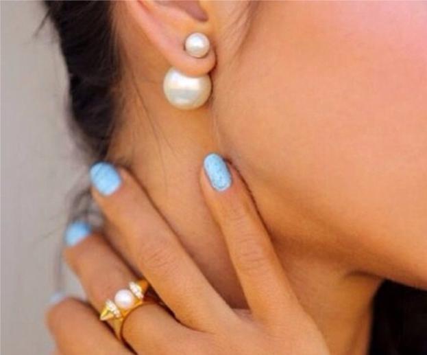 Сбор заказов.Сенсация на форуме.Невероятно популярные серьги шарики в стиле Dior разных цветов.Яркие, наимоднейшие часики Geneva и браслеты к ним.Очкень красиво.Реплики брендов