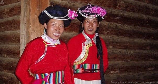 Недалеко от границы с Тибетом в Китае проживает небольшая этническая группа мосуо численностью 40 тысяч человек