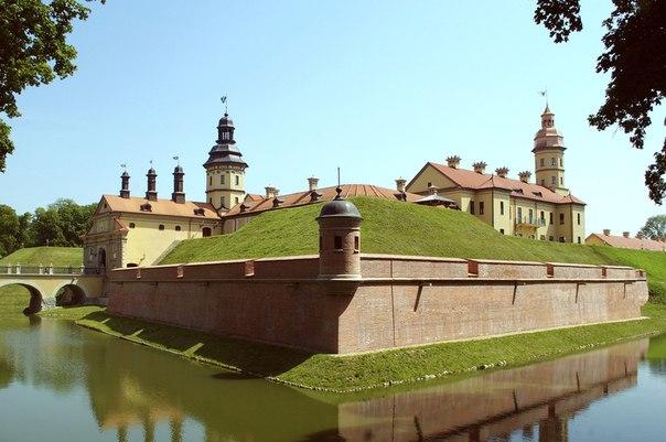 Несвижский замок это большой туристический дворцово-замковый комплекс строений, скульптур, парка, с 2005 года внесенный