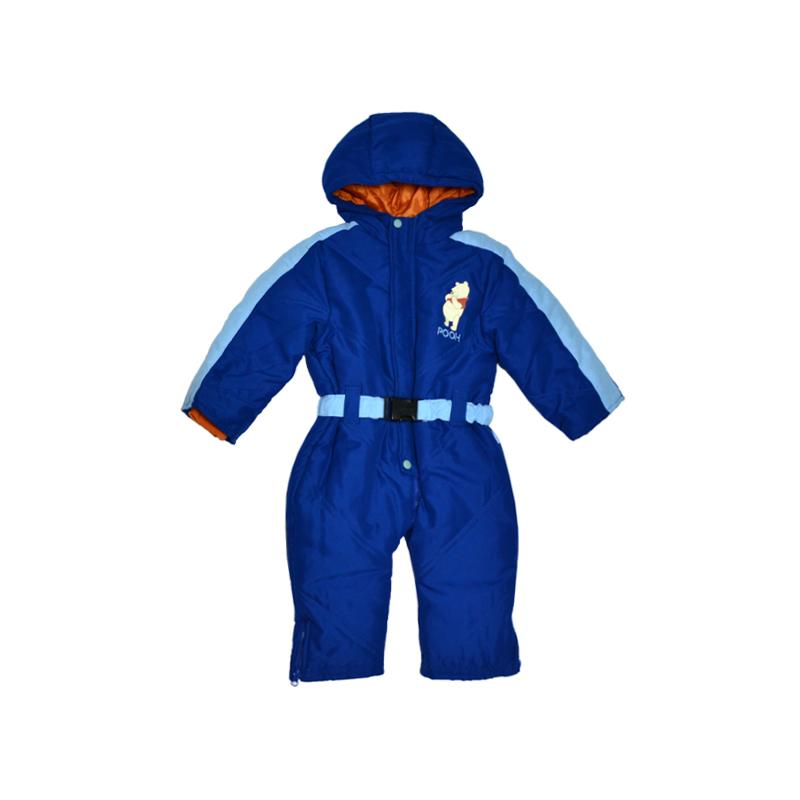 Утепленный комбинезон для мальчиков с принтом, изображающим веселого Винни-Пуха, как нельзя лучше дополнит гардероб юного модника.