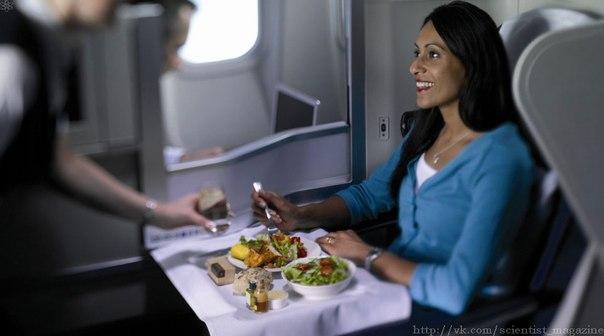 Многие пассажиры самолётов вкус привычной еды воспринимают совершенно по-другому.