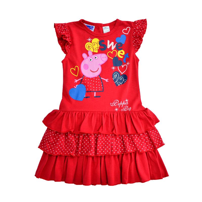Яркое красное платье без рукавов - удачный вариант для лета.
