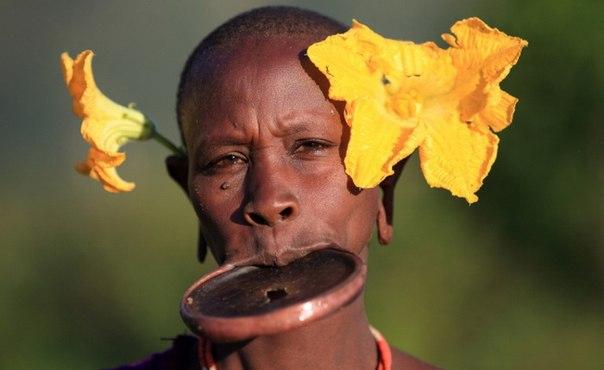 Представительница племени Мурси проживающих в Эфиопии.