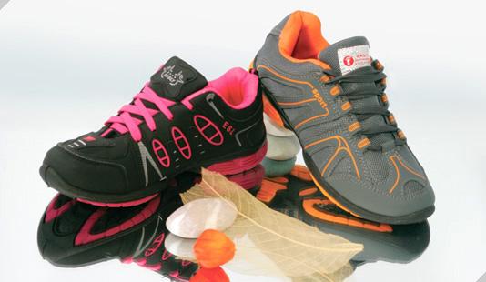 Обувь для любой погоды в любое время года. Выкуп 12. Огромный выбор кроссовок. А также садовый, подростковый и мужской ассортимент!