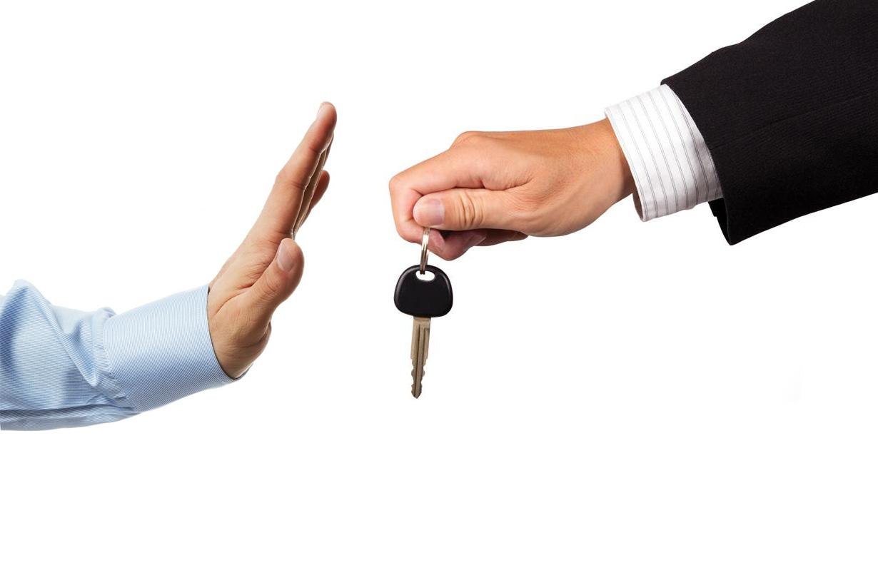 Продажи легковых авто -37% (февраль 2015 по сравнению с февралем 2014)