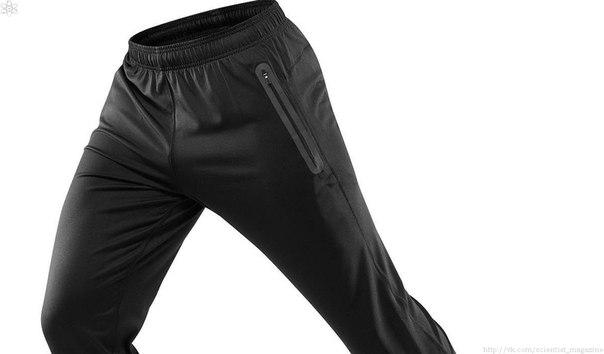 Изначально каждая штанина была отдельным предметом и крепилась к верхней одежде верёвками, поэтому в большинстве языков штаны и брюки являются существительными множественного или двойственного числа.