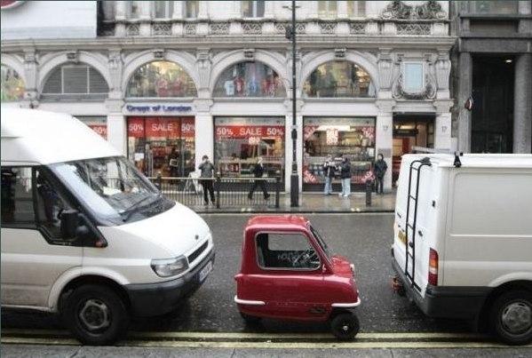 Peel P50 - самый маленький автомобиль в мире.