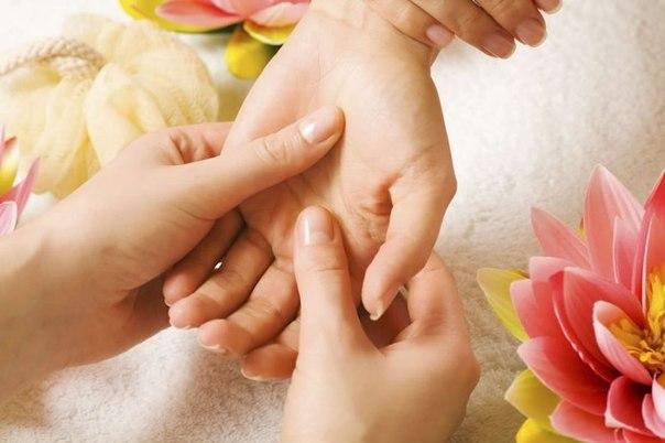 ЗНАЕТЕ ЛИ ВЫ ЧТО... Неожиданно сильный эффект при депрессии оказывает простой массаж рук.