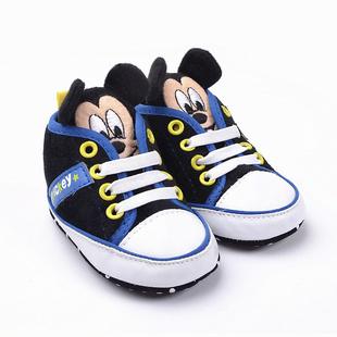 Забавные пинетки для маленьких модников. Язычки у обуви для малышей выполнены в виде Микки Мауса, что делает пинетки еще боле привлекательными.