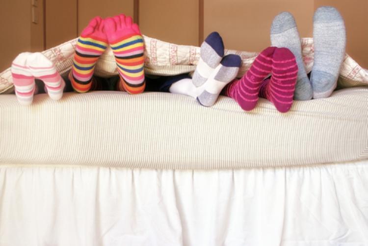Носки, гольфы, носочки высокого качества по хорошеньким ценам для всей семьи: мужские женские, детские.Зайдите и вы не уйдете без носочков.