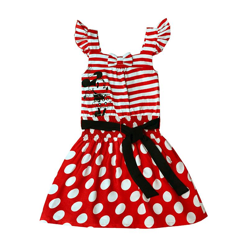 Яркое летнее платье произведет впечатление на девочку.