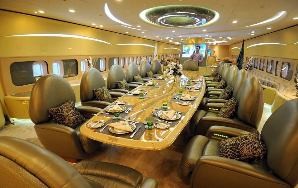 Внутри самолета короля Саудовской Аравии