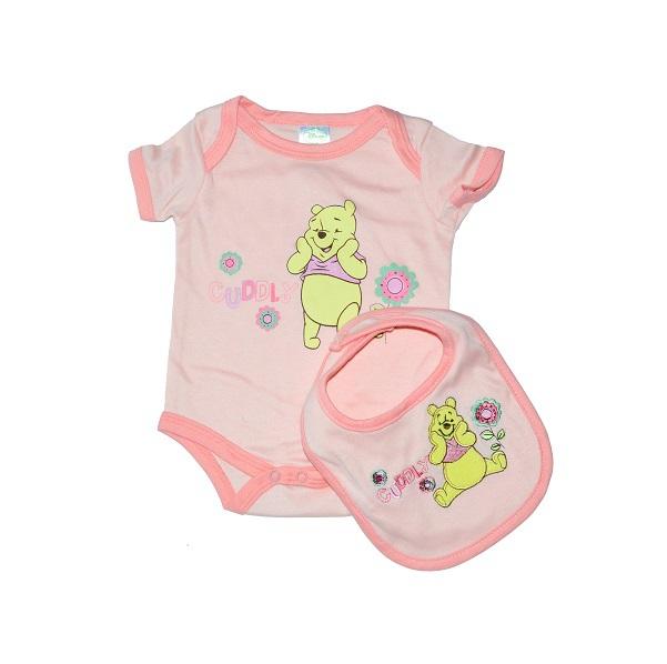 Боди розового цвета в комплекте с нагрудником станет практически незаменимой вещью в гардеробе новорожденной крохи.